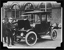Thomas Edison y un coche eléctrico en 1913