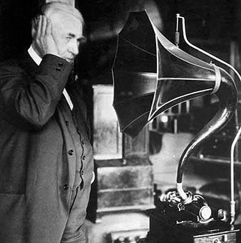 Edison frente a su fonógrafo
